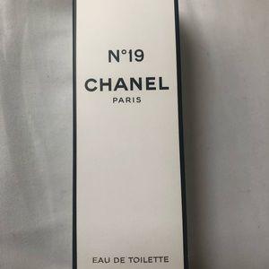 Chanel N'19